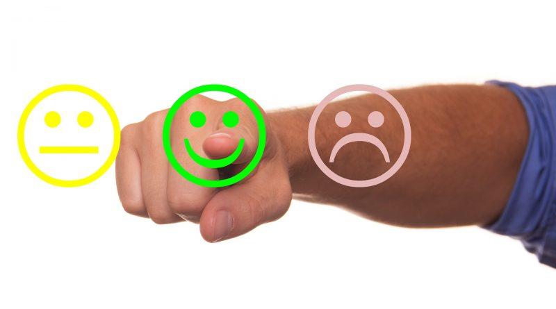 Grummeliges, fröhliches und trauriges Smiley - Qualität als wichtigster Erfolgsfaktor für Unternehmen