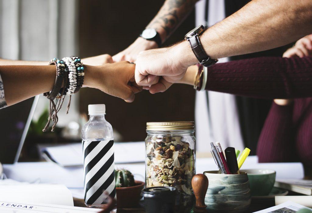 5 Fäuste für ein Halleluja - In komplexen Systemen kommt es auf Zusammenarbeit an